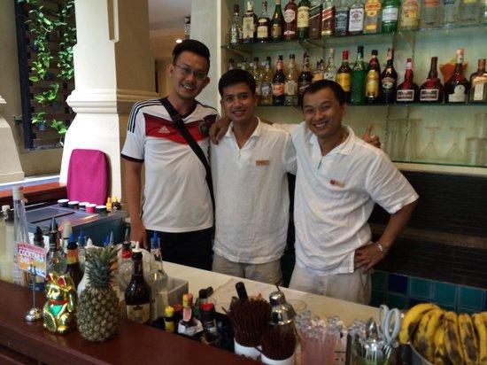 Burasari Resort: Best bartender! Kwang & Joe