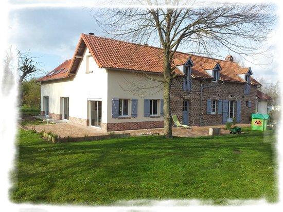 Les Chambres de Pascaline: La maison vue du jardin