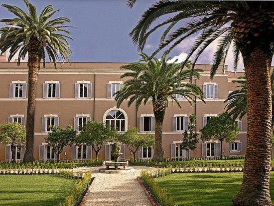 Kolbe Hotel Rome : Exterior/ Garden