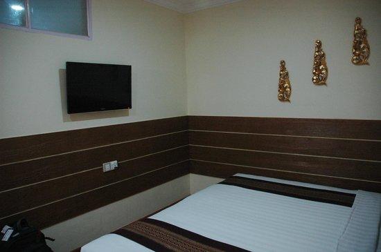 Hotel Yadanarbon: Room 102