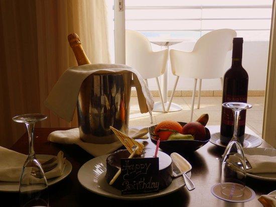 Mediterranean Beach Hotel: Geburtstagsüberraschung - sowas von nett!