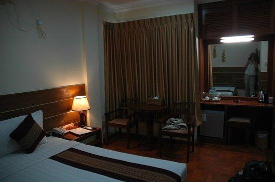 Hotel Yadanarbon: Room 192