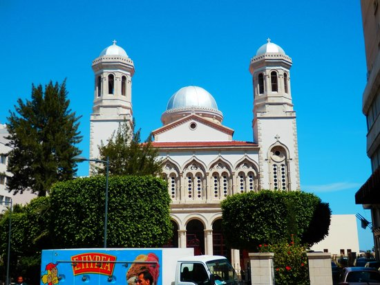 Mediterranean Beach Hotel: Kirche in der Altstadt von Limassol