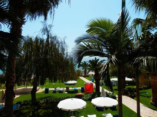 Mediterranean Beach Hotel: Gartenanlage, traumhaft