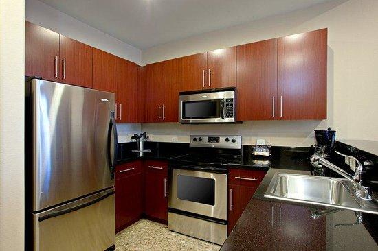 Staybridge Suites Las Vegas: Deluxe Suite Kitchen
