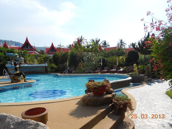 Royal Living Residence, : Der Pool