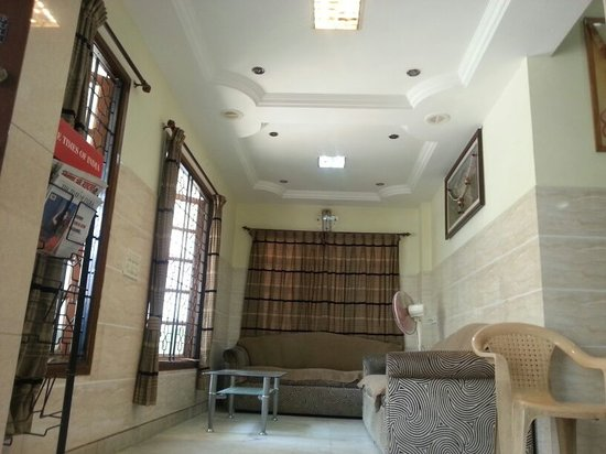 Vardhaman Paradise Hotel: The Waiting Hall As Well As Reading Hall