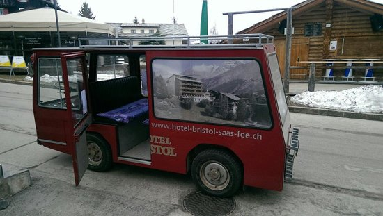 Hotel Bristol: Big electric bus for pick up and drop off
