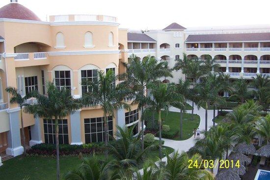 Iberostar Grand Hotel Rose Hall: Gardens well manicured