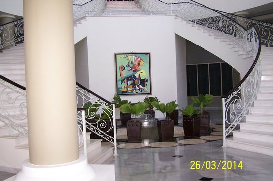 Iberostar Grand Hotel Rose Hall: Stairs up to the main entrance area