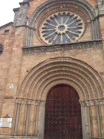 Church of San Pedro : Iglesia de San Pedro