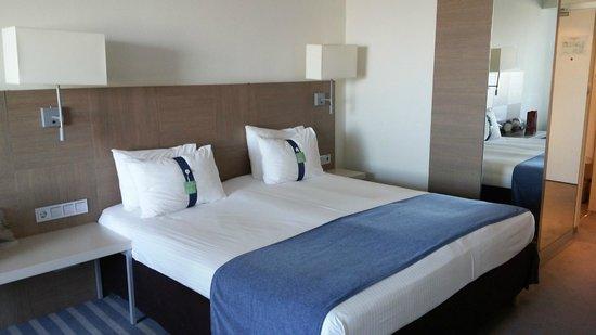 Holiday Inn St. Petersburg Moskovskiye Vorota: кровать