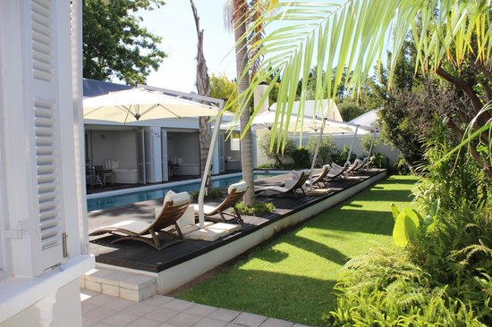 The Robertson Small Hotel: Poolside