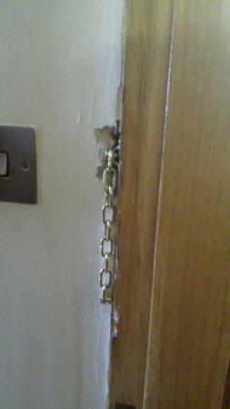 Treacys Hotel Waterford: Inside of tge door and plasterwrk