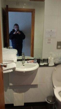 Treacys Hotel Waterford: Bathroom was clean but small and bath very narrow