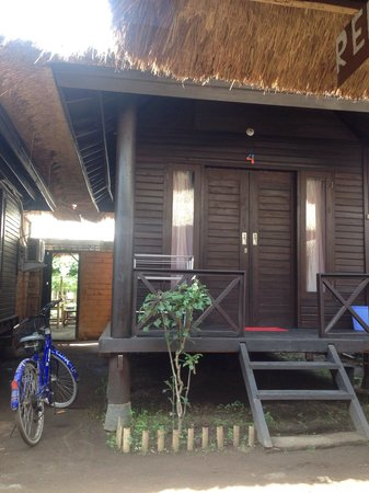 Mosaix Gili Bungalows: My room from the outside..