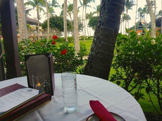 Hukilau Lanai : Our Table