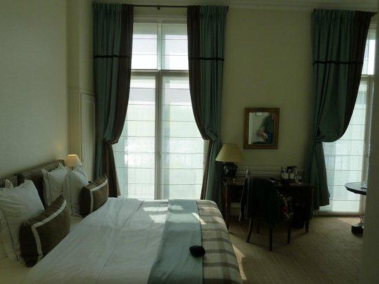 Hotel Brighton: Номер, окно