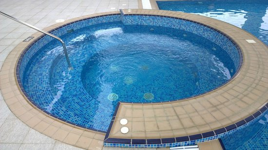 Premier Inn Abu Dhabi International Airport Hotel : Jacuzzi (day)
