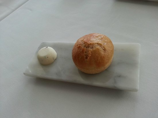 Water Library Chamchuri: Simple bread and butter looking stunning!
