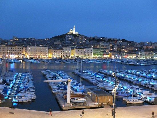 Hôtel La Residence du Vieux Port: vue de la chambre de nuit
