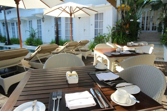 The Colony Hotel Bali: All set for breakfast in the morning sun
