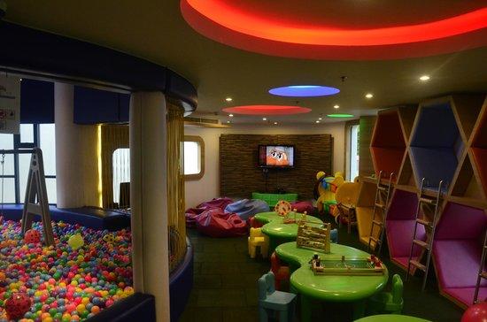 Holiday Inn Phuket Mai Khao Beach Resort: children kids club room