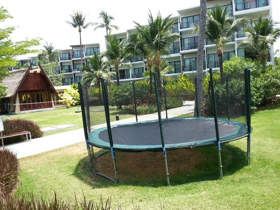 Holiday Inn Phuket Mai Khao Beach Resort: trampoline