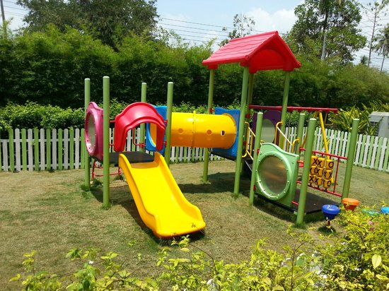Holiday Inn Phuket Mai Khao Beach Resort: children playground