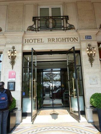 Hotel Brighton - Esprit de France: вход