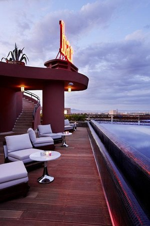 Hotel La Renaissance : Pool View