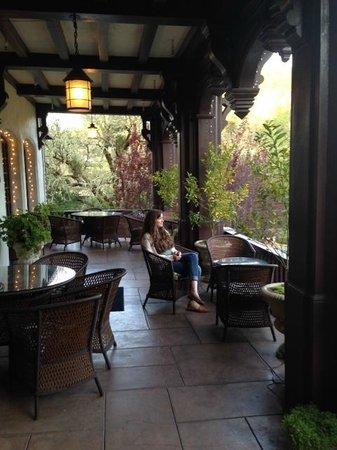 Benbow Historic Inn: Front porch of Benbow Inn