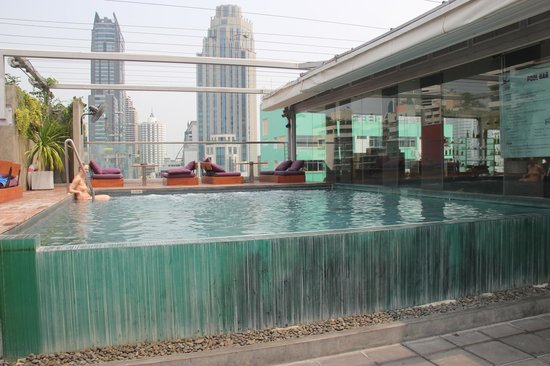 Galleria 10 Hotel Bangkok by Compass Hospitality: rooftop pool