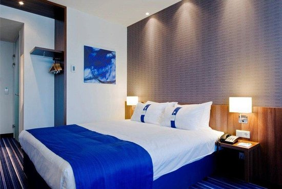 Holiday Inn Express Amsterdam-Schiphol: Standard double room with free wifi