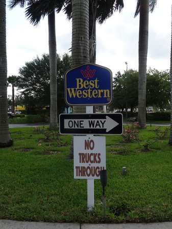 BEST WESTERN Gateway to the Keys: In front of the hotel