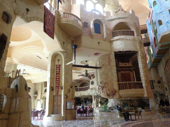 Lella Baya: La hall de l'hotel et le style arabe