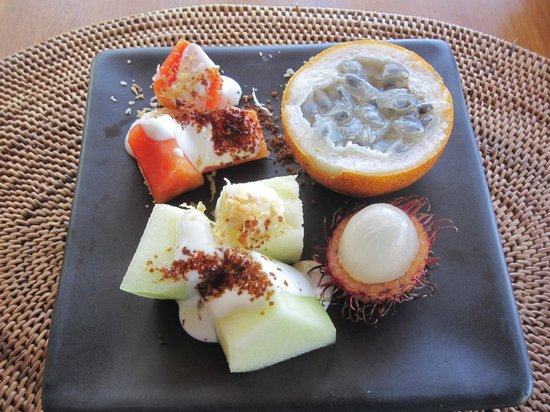 Alila Manggis : Fruit for breakfast