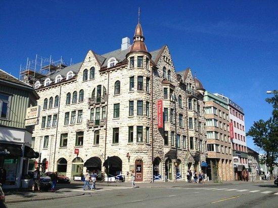 Thon Hotel Gildevangen : Наш отель в солнечный день