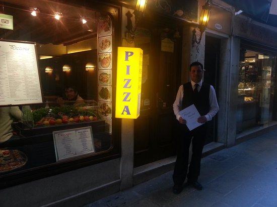 Ristorante Piccolo Martini : muy atento el camarero.