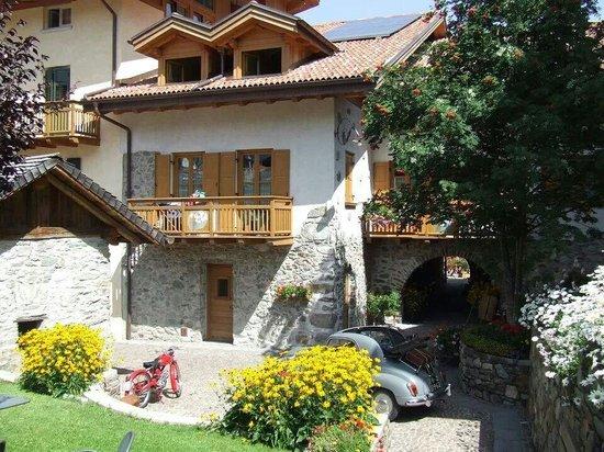 Residence Ca' Delle Margherite : Cà delle Margherite vista dal giardino