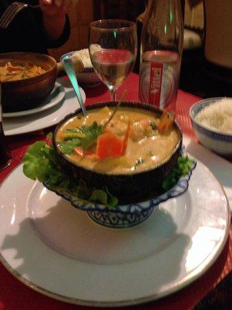 Thai House: Rode curry met mango en scampi's.