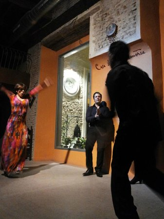 Casa de la Memoria : great dance and music