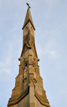 The Cholera Monument : top of Cholera Monument