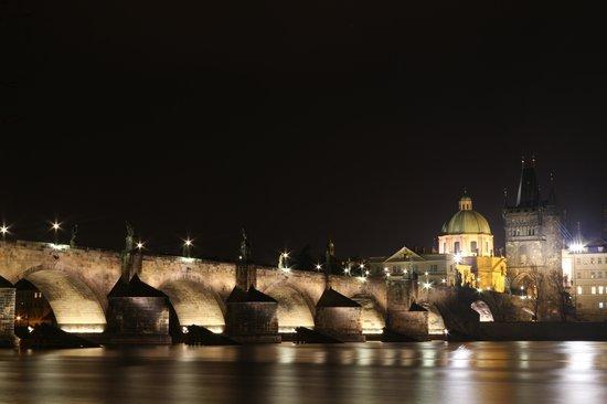 Kampa Garden : Карлов мост ночью