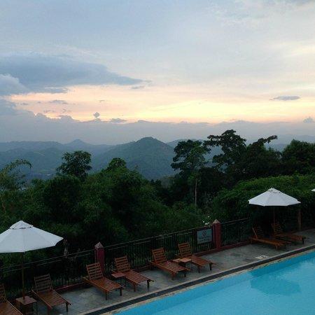 Amaya Hills : Vue Kandy
