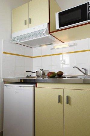 Appart'City Lyon Villeurbanne : Kitchen