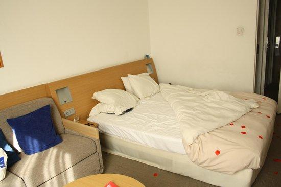 Novotel Maastricht: double bed