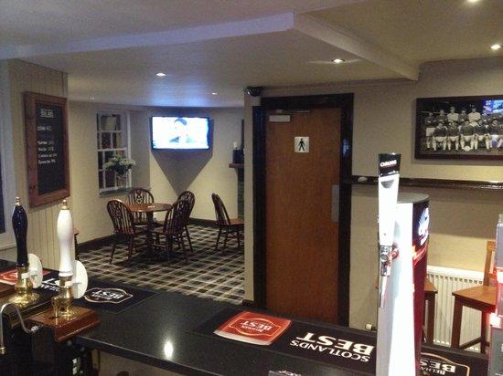 Cherrybank Inn: Public bar