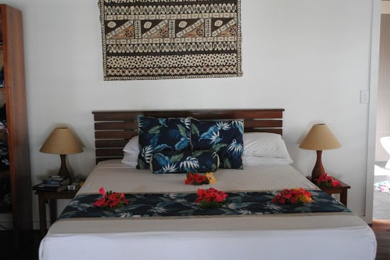 Blue Lagoon Beach Resort : Our bed