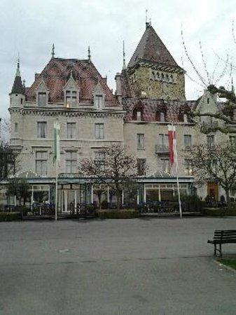 Le Chateau d'Ouchy: Photo de l'hôtel depuis le lac